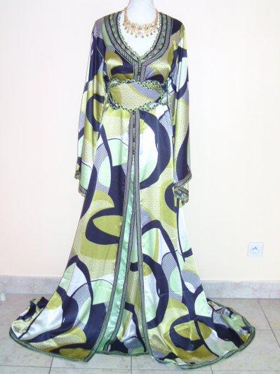 Caftan en satin duchesse motifs bariolés vert et noir