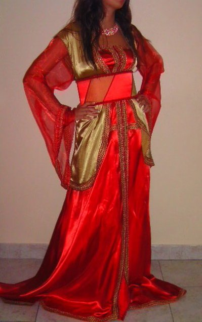 Caftan bustier rouge avec gilet long