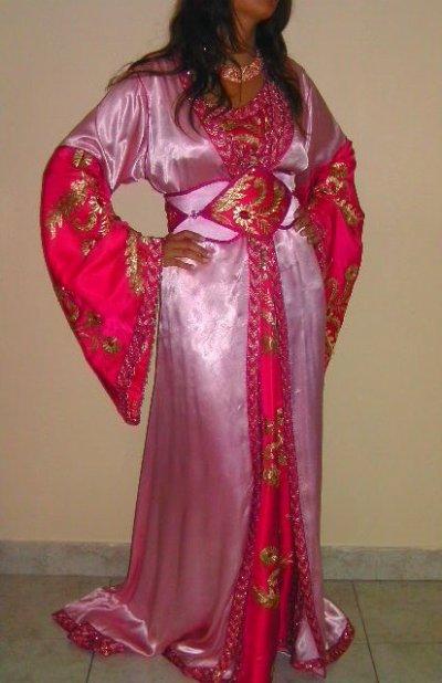 Caftan en satin rose pale et rose fushia avec pierres incrustées
