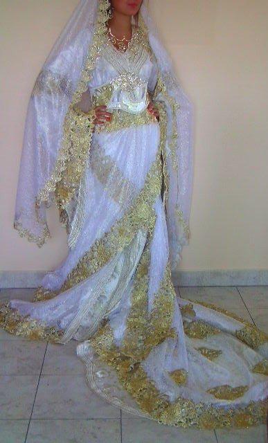 Caftan de mariée blanc avec des broderies or