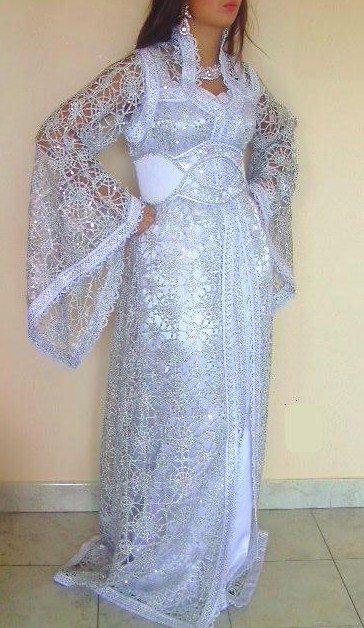 Caftan de mariée ou fiancée blanc argenté façon crochet