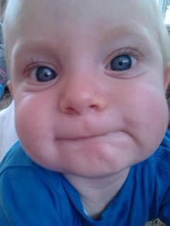 J'adore cette toff,  il a tous les yeux de sont père ;)