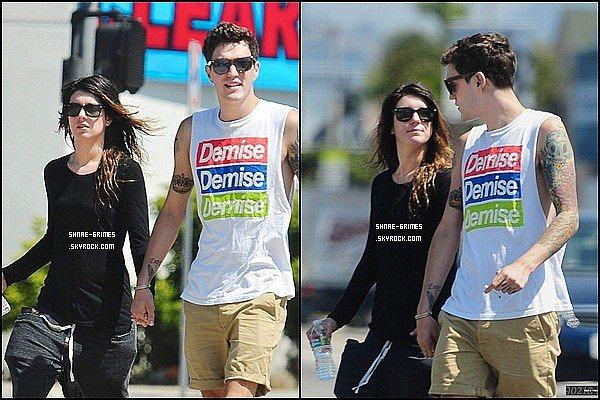 Posté le 28 Juillet 2012: Shenae Avec son BoyFriend à Los Angelos