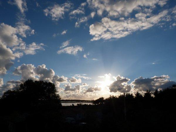 Du soleil levant ou couchant, l'immencité est la même.