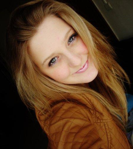 On m'a dit qu'Amour rime avec toujours, il a suffit que tu me laisse pour qu'il rime avec tristesse...♥