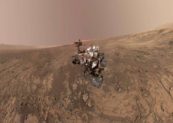 Curiosity nous offre son dernier selfie et un superbe panorama de Mars
