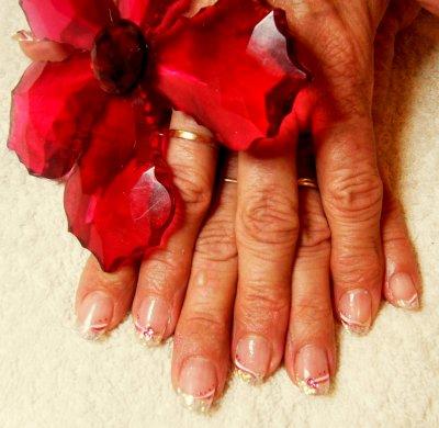 remplissage résine beauty nails french hd antimodenails pailleté (magnifique) et déco au liner rose et blanc avec strass noeud