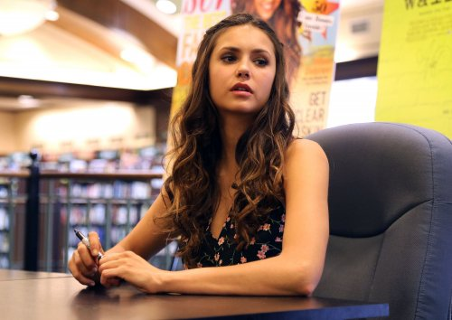 Nina de sorti ! + Photo shot vampire diaries !