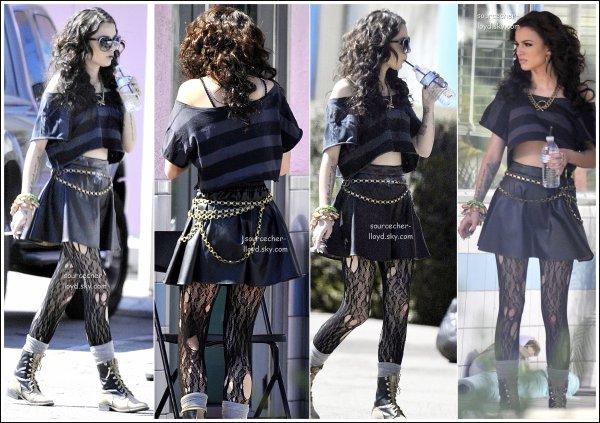 Photo -  Cher nous offre une photo de son nouveau clip '' Want U Back '' spéciale pour l'Amérique .