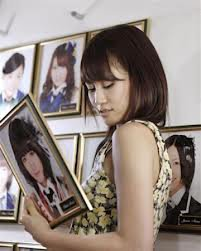 image du sotsugyo de atsuko maeda ( acchan image de sa graduation)