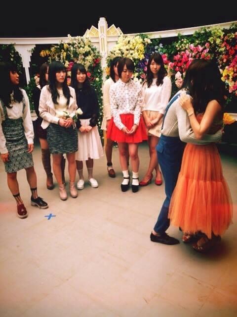 photo du tournage du clip de la chanson du sotsugyo d'oshima yuko