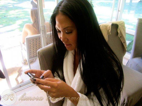 27 avril 2011 : Sur Twitter avec son portable ...