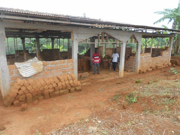 Le plan et le matériel pour la rénovation du centre médical