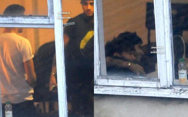 08 Janvier 2013 -  Zayn a été de nouveau aperçu aujourd'hui arrivant dans les studios de Londres.
