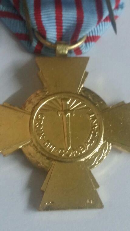 Croix  des ancien  combattant  de la  geure Algérie
