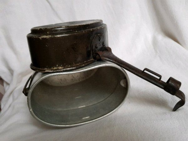 Gamelle allemand  daté 1934