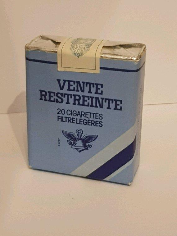 Paquets de cigarettes vente restreinte troupe