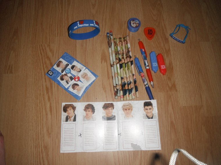 objets One Direction et Little Mix