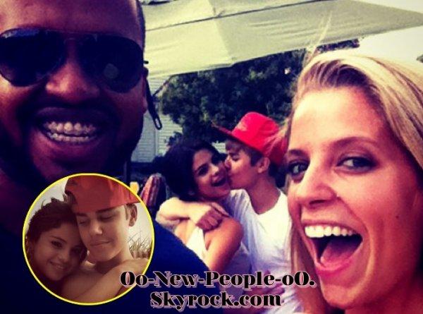 """21.08.2011 - Photos : Justin Bieber : fou de Selena Gomez, il rejoint sa """"babbyyyy"""" en tournée !"""