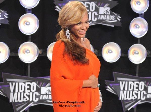 """30.08.2011 - News : Beyonce enceinte : """"elle ne pouvait plus attendre de ledire à tout le monde"""""""