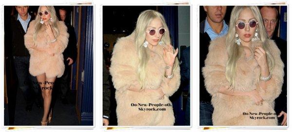 03.11.2011 - Photos : Lady Gaga, enfin sexy et glamour !