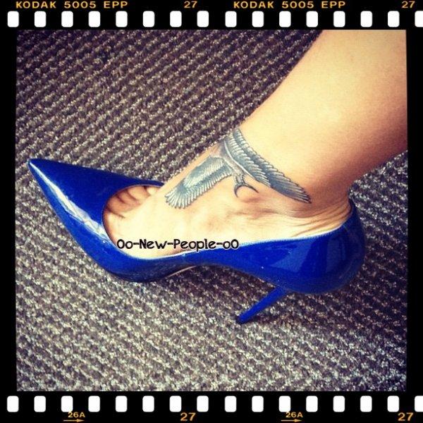 17.06.2012 - Rihanna s'offre un 17e tatouage !