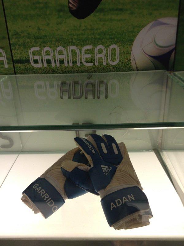 gant de ADAN 13