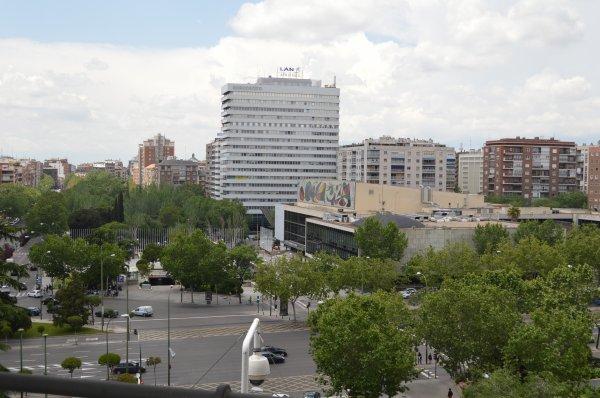 La photo devant le stade du real madrid