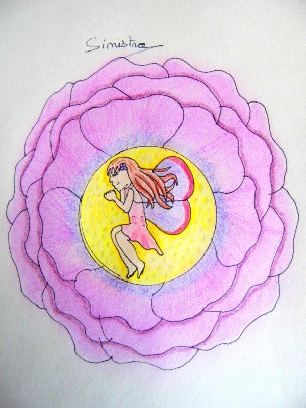Fée endormie dans une rose