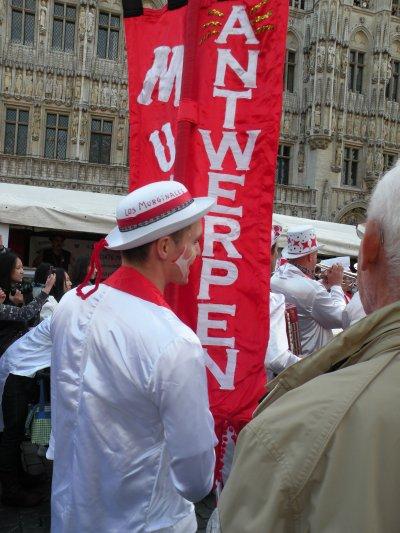 Los murginales d'Antwerpen sur la Grand place, ambiance extra ce 19-09-2010