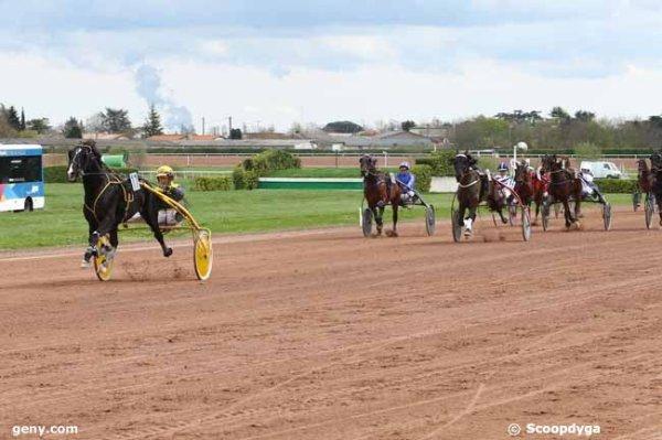 mercredi 22 mars 2017 AGEN quinté de trot attelé avec 17 chevaux arrivée 17 11 10 5 9