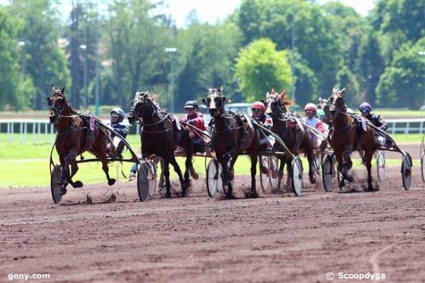 mardi 16 mai 2017 vichy trot attelé 18 chevaux mon choix  11 5  14  9  16.............arrivée 15 5 14 8 2