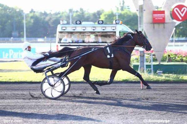 vendredi  23  juin  2017  vincennes  trot  attelé 16 chevaux mon choix 4 14 12 15 16....arrivée 1 3 8 5 4