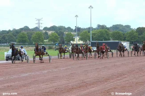 mercredi  9  août  2017  saint malo  trot  attelé  18  chevaux  mon  choix  4  7  6  8  12.......arrivée 5 4 2 8 16