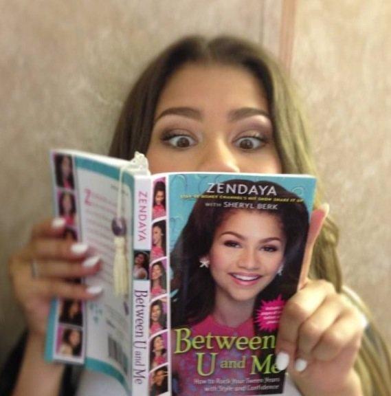 Zendaya lit son livre