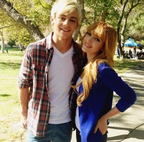 Belle et ross Lynch lors du set de Danimals