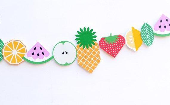 Une guirlande de fruits