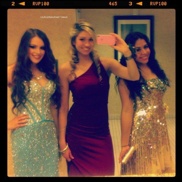 11 JUIN_ Caitlin avec son amie Taylor présentent au Fashion show 14 AVRIL_ Caitlin se rendait à l'ouverture d'un des magasins Macy dans une très jolie robe Sherri Hill.