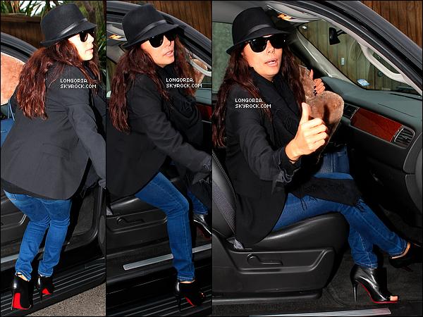 .02/02/13 : Eva Longoria a été aperçue quittant son domicile pour se rendre à l'aéroport direction Las Vegas..