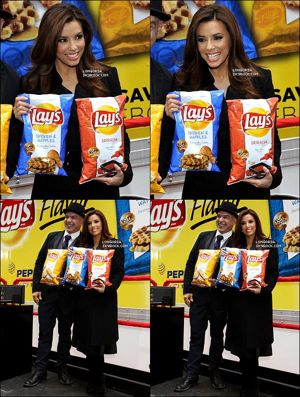 .12/02/13 : Eva Longoria été au « Lay's 'Do Us a Flavor » pour assister au finalistes du concours à New-York..