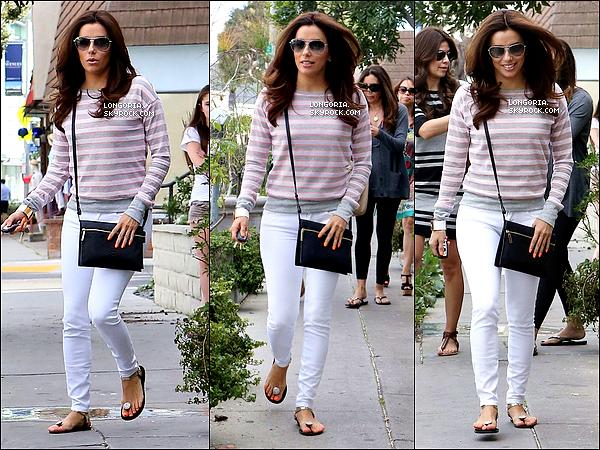 .02/03/13 : Eva est allée rendre visite au salon de son meilleur ami Ken Paves avec des amies à West Hollywood..