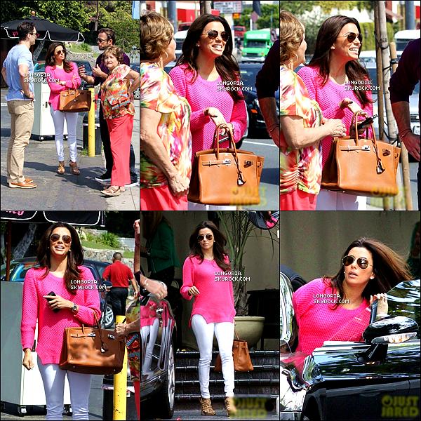 .16/03/13 : La belle est aller déjeuner une fois de plus avec sa mère au restaurant « Pink Taco » à Hollywood..