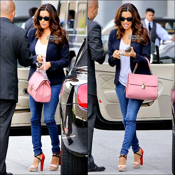 .21/05/13 : Notre sublime bomba latina a été photographiée alors qu'elle se rendait à une réunion à Los Angeles..