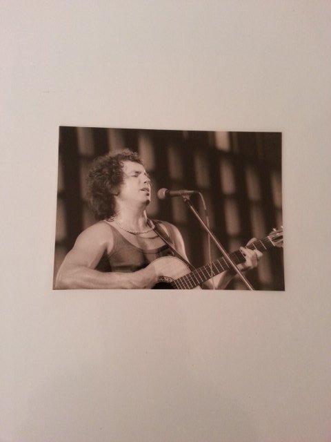photo authentique Bernard LAVILLIERS 06/ 1977  à Reims  (concert à la patinoire  avec Léo Ferré & Magma