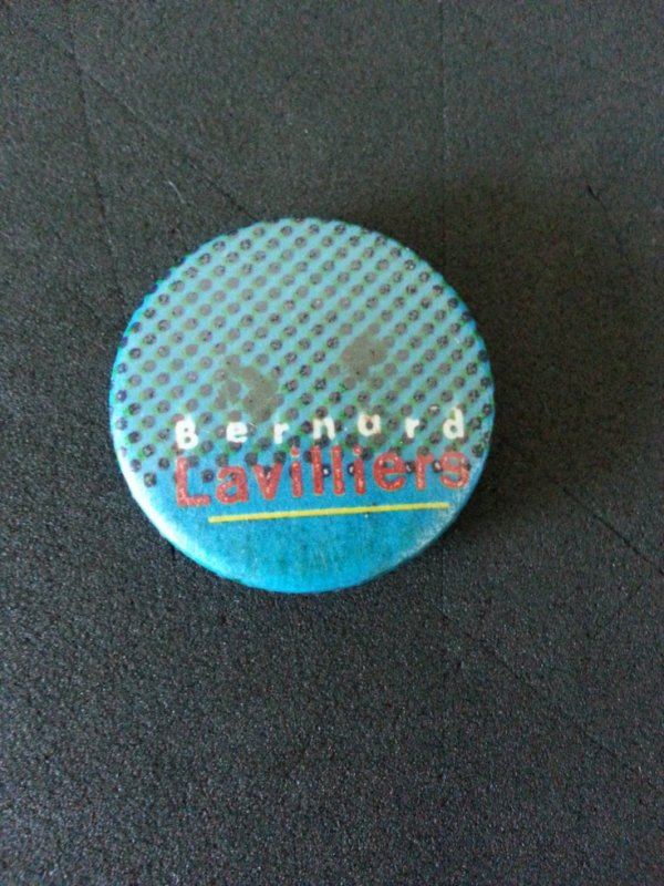 "rare badge offert au printemps de"" bourges"" 1981"