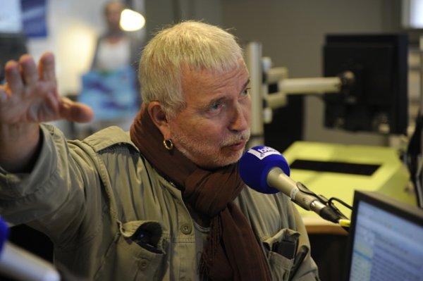 bernard lavilliers dans les locaux de radio bleu st etienne