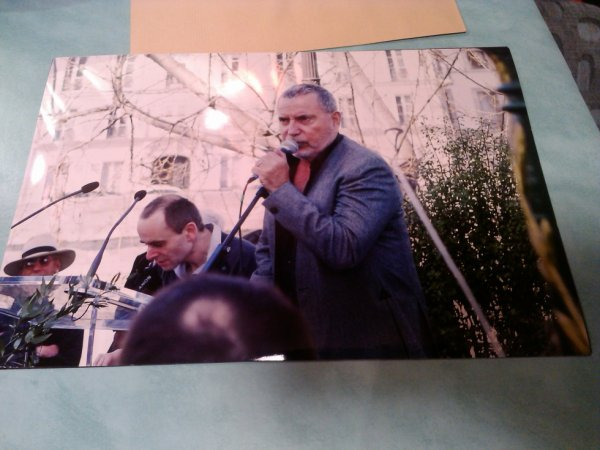 photo de presse bernard lavilliers a l'inauguration de la place aragon,ile saint louis