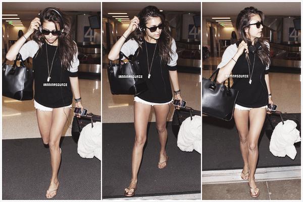 . Le 07 septembre 2013, Nina a été aperçue à l'aéroport LAXde Los Angeles. .