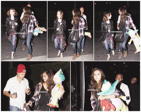 . Le 05 octobre 2013, Nina a été aperçue à Universal City avec Lily Collins. .