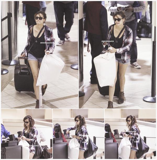 . Le 06 octobre 2013, Nina a été aperçue à l'aéroport LAXde Los Angeles. .